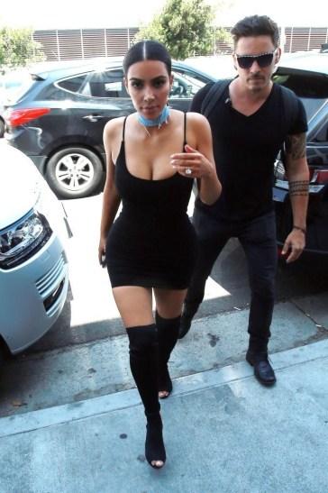 Kim+Kardashian+Kim+Kardashian+Out+Shopping+r9dfma8rnBLx