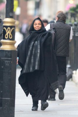 pay-heavily-pregnant-janet-jackson-6