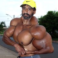 valdir-flexes-his-muscles
