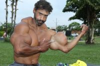 valdir-injects-synthol-into-his-bicep