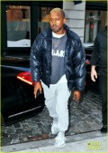 blond-kanye-west-steps-out-in-nyc-after-hospitalization-01