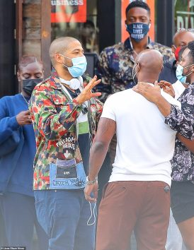 34626724-8860369-Smollett_was_seen_with_a_full_cast_and_crew_in_Manhattan_as_he_w-a-88_1603214295049