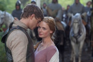 Max Irons and Rebecca Ferguson as Edward IV and Elizabeth Woodville