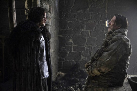 thrones-03-kit-harington-and-ciaran-hinds-photo-helen-sloan-hbo