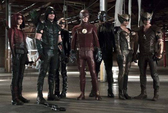 arrow-flash-crossover-team-photo