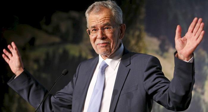 Засиділися: президент Австрії порушив правила карантину в ресторані