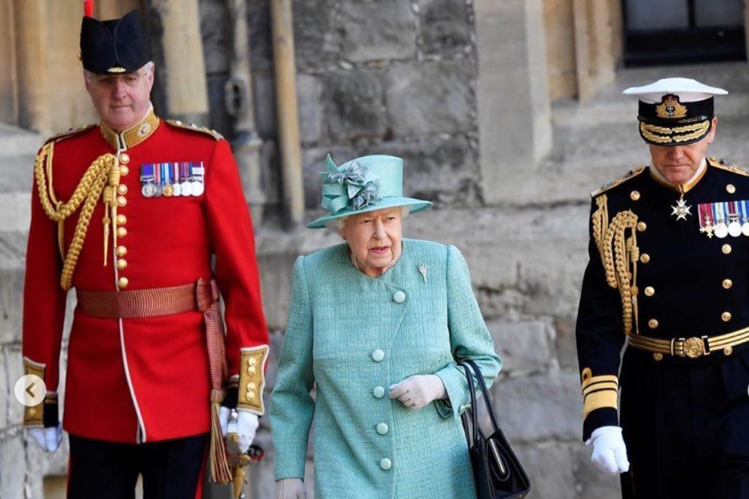 Скромная церемония: Елизавету II поздравили с официальным днем рождения