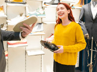 What sets strong retailers apart?
