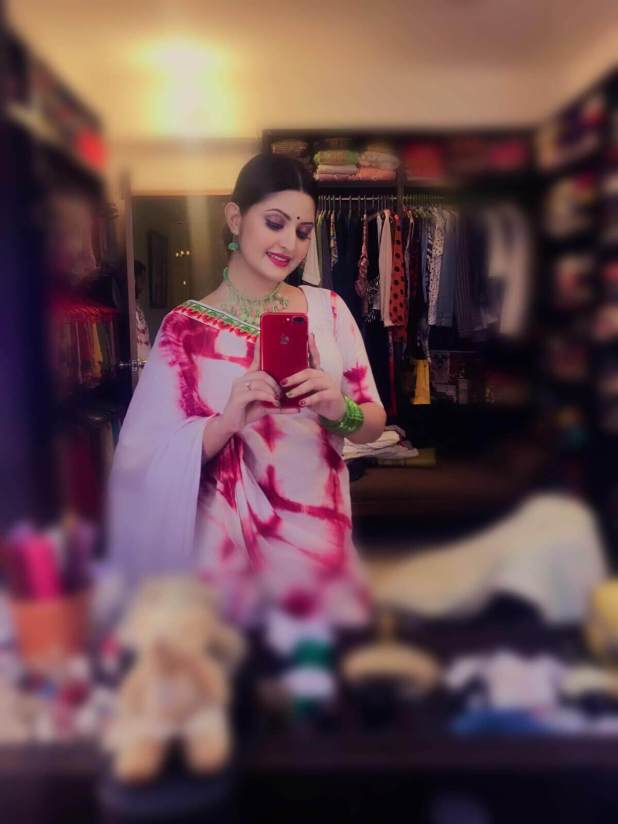 Actress Pori Moni mirror selfie in Saree