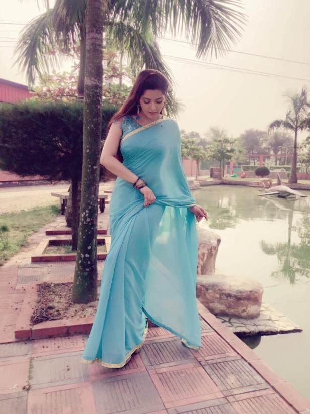 Pori Moni in blur saree