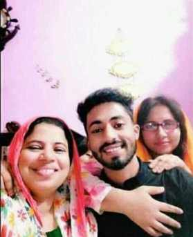 Arman Alif With his Mother and sister