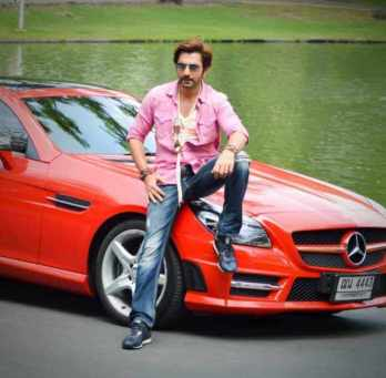 Jeet with car Photo