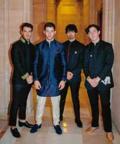 Nick Jonas with his brothers Photo