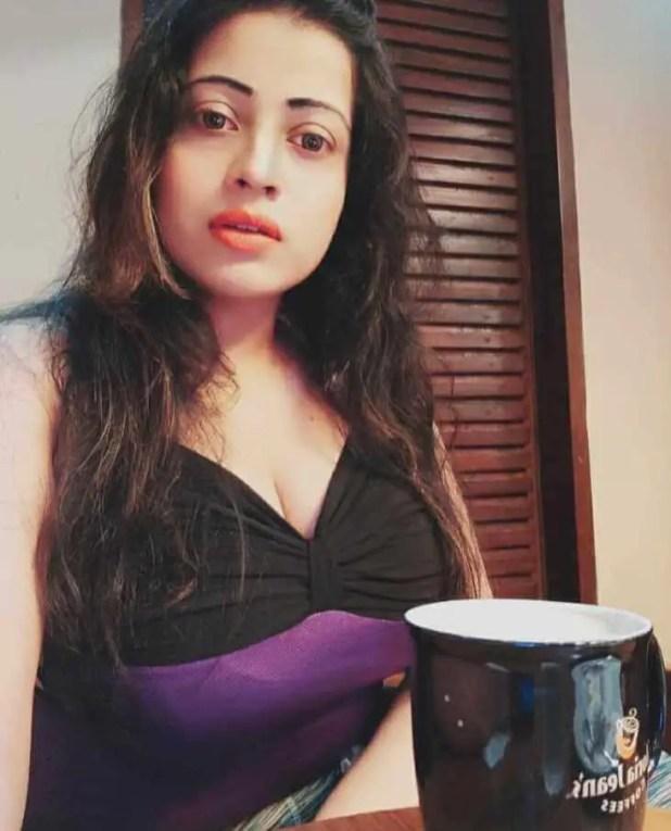 Sanayee Mahbuub eating coffee