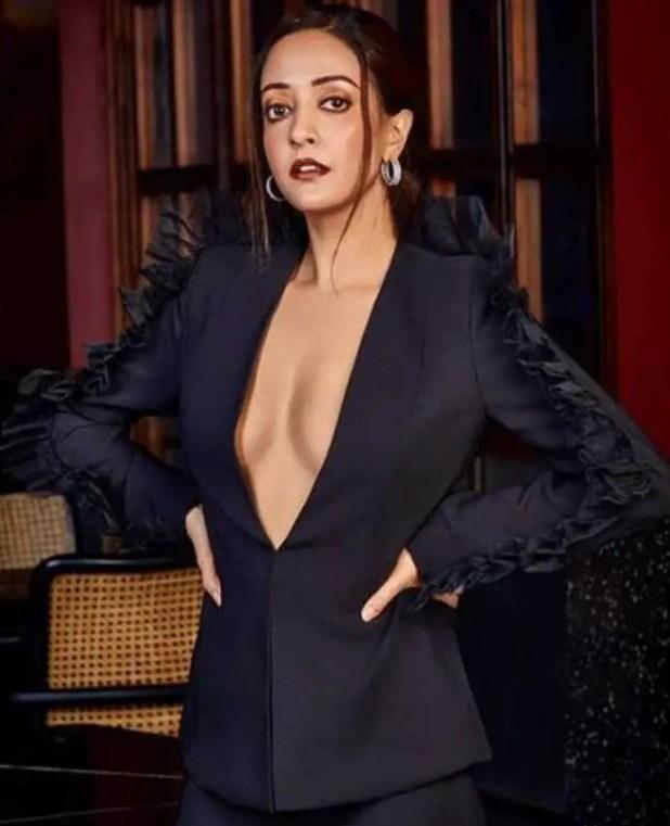 Raima Sen Black dress Photo