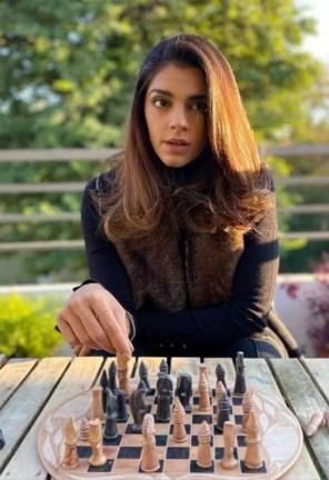 Sanam Saeed at plying Chess