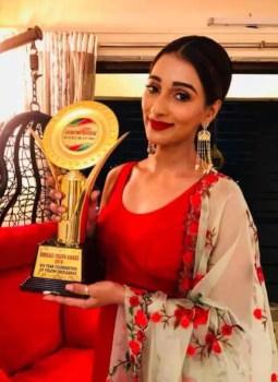 Sayantika Banarjee Award Photo