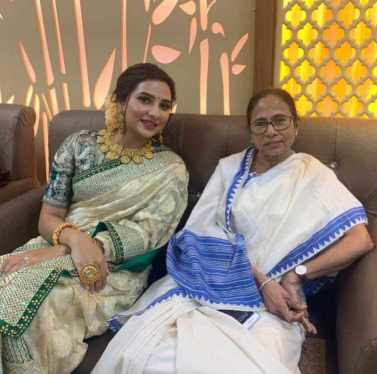 Subhashree Ganguly with Mamata Banerjee