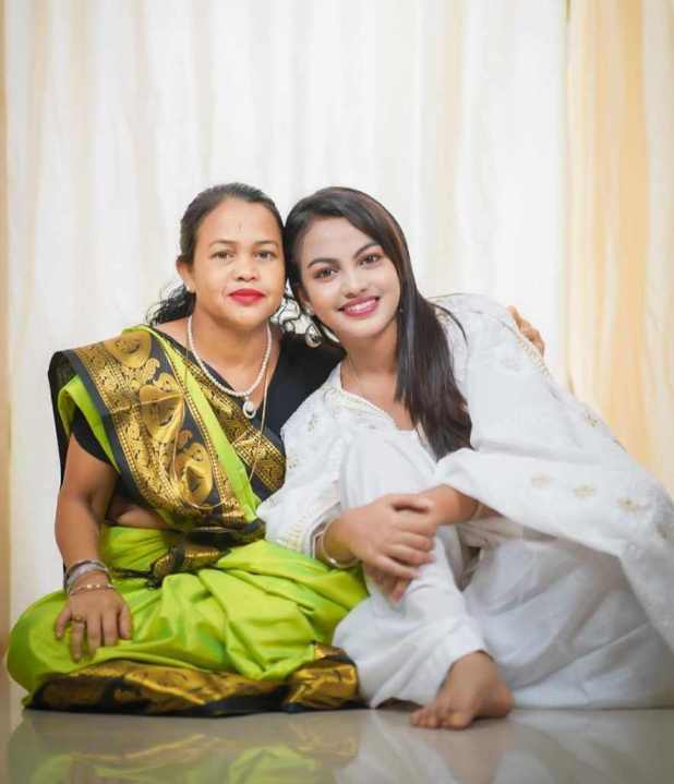 Beauty Khan with her mother Photo
