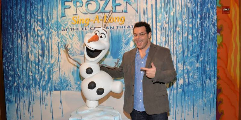 video frozen sing along surprise as olaf voice josh gad joins in at disneys el capitan theater