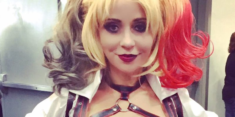 sdcc 2016 voice actress tara strong cosplayed as harley quinn
