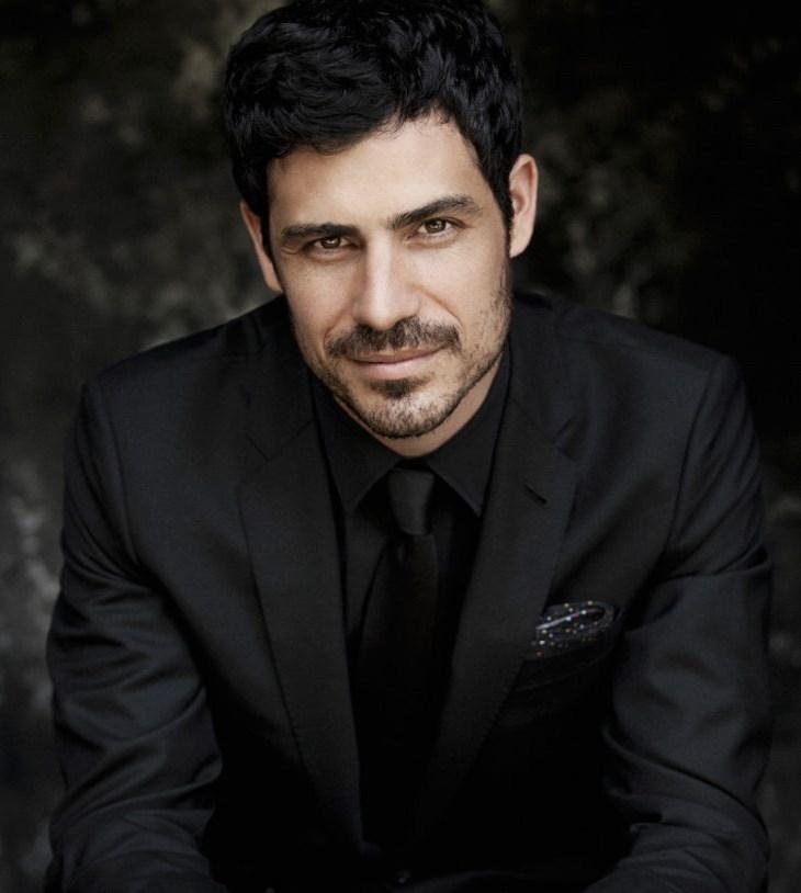 Pablo Sainz Villegas headshot
