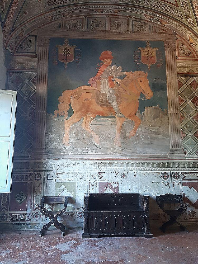 insidethestaircase castello malaspina fosdinovo interno affresco ph elettra nicodemi allrightsreserved