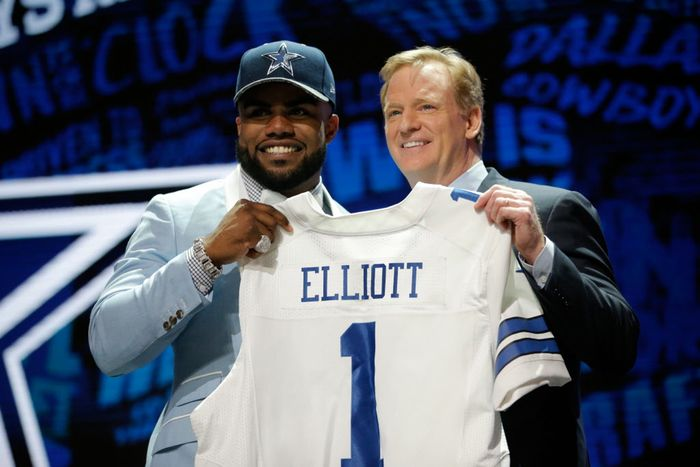 Cowboys Draft - Cowboys Running Back Carousel Stops At Ezekiel Elliott