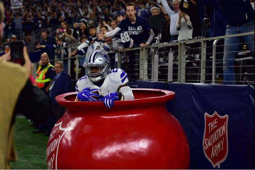 Ezekiel Elliott, Zeke Elliott, Salvation Army Kettle, Buccaneers