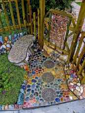 07 Beautiful DIY Mosaic Garden Path Decorations For Your Landscape Inspiration