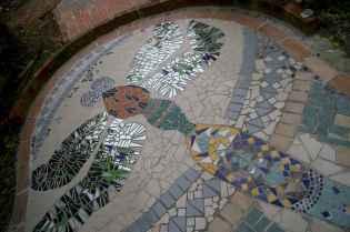 15 Beautiful DIY Mosaic Garden Path Decorations For Your Landscape Inspiration