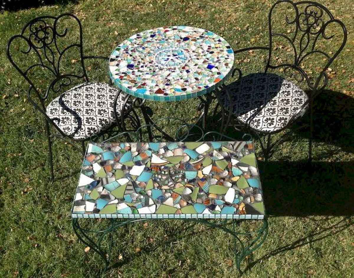 24 Excellent DIY Mosaic Garden Decoration Ideas for Front and Backyard Landscaping