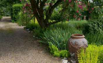 39 Fabulous Garden Path and Walkway for Front and Backyard Ideas