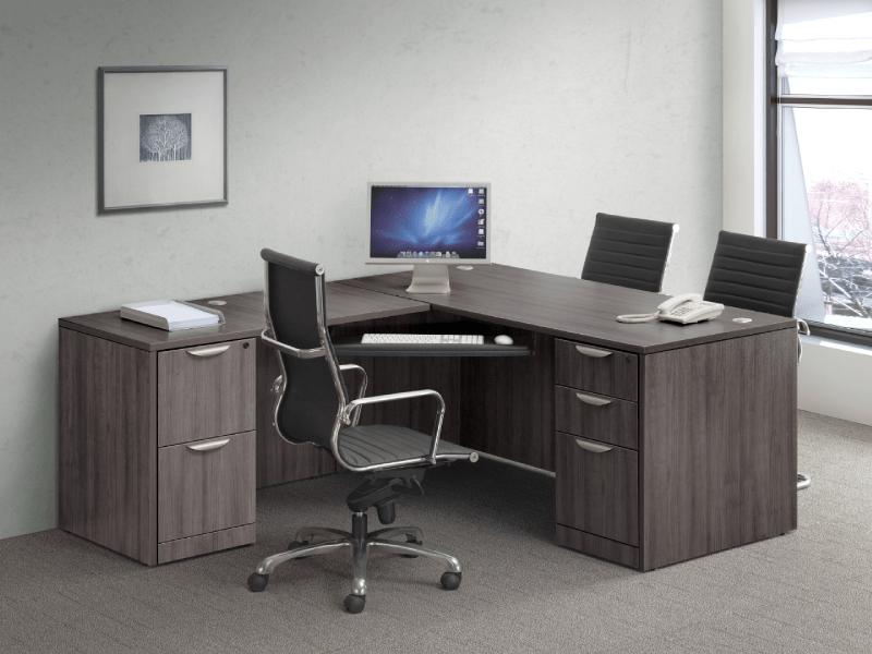 Sesuaikan meja kantor dengan Interior dan Ukuran Ruangan