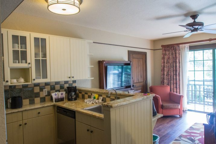 Kitchen and sitting area, Wilderness Lodge 1-Bedroom Villa