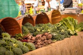 veggies-wood-bckts-market-20140215_2688