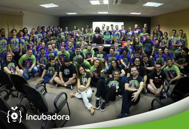 Foto com os participantes do Hackday que ocorreu na Invillia em 31 de agosto de 2019.