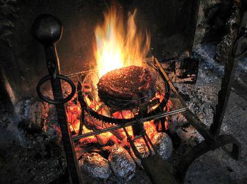 Le gite des 3 Vaches : Repas au feu de bois