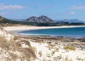Praia de Lariño, Carnota, Galicia - https://commons.wikimedia.org/wiki/File:Praia_de_Lari%C3%B1o._Carnota._Galiza_LC10.jpg