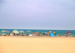 Playa de Malvarrosa - https://commons.wikimedia.org/wiki/File:La_Malvarrosa_-_Juanedc.jpg