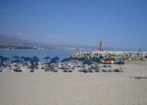 Playa de Puerto Banus -https://commons.wikimedia.org/wiki/File:Playa_de_Puerto_Ban%C3%BAs.jpg