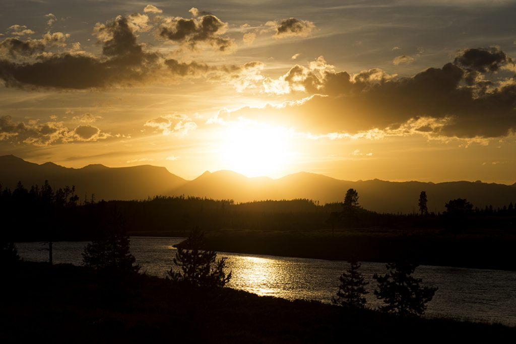 Prachtige zonsondergang in Yellowstone