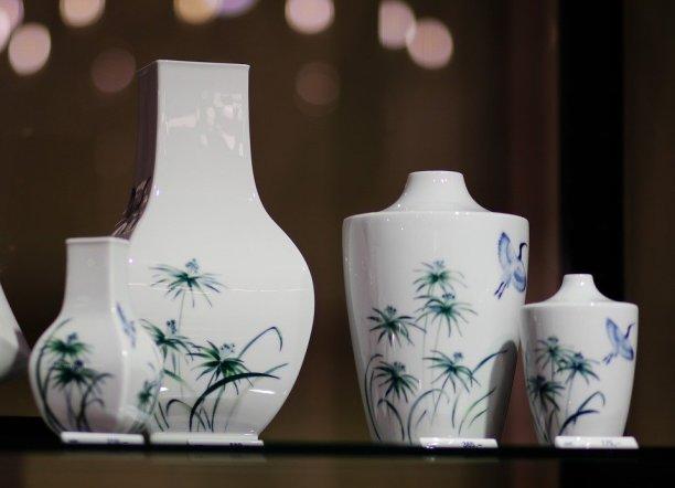 ceramic ornament furniture