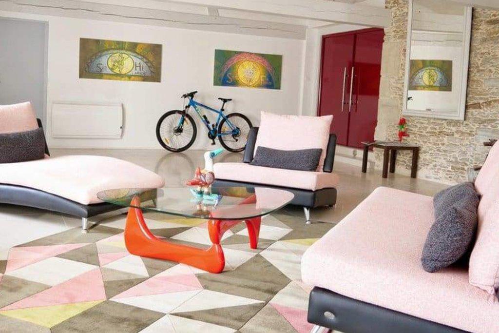 living room geometric pattern interior design