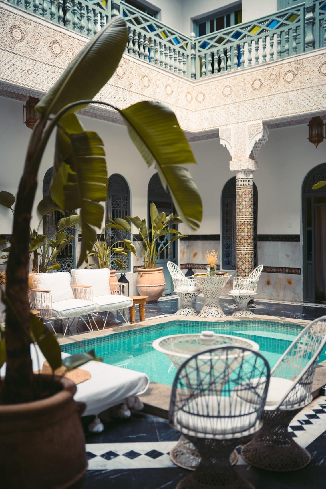 modern swimming pool decoration