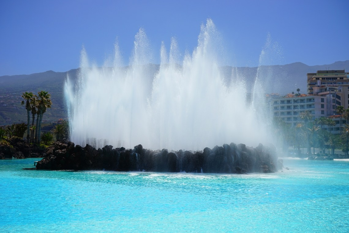 outdoor fountains tall