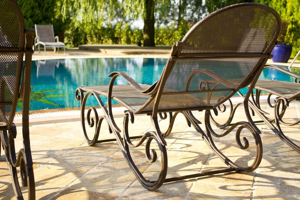 swimming pool with chair ideas