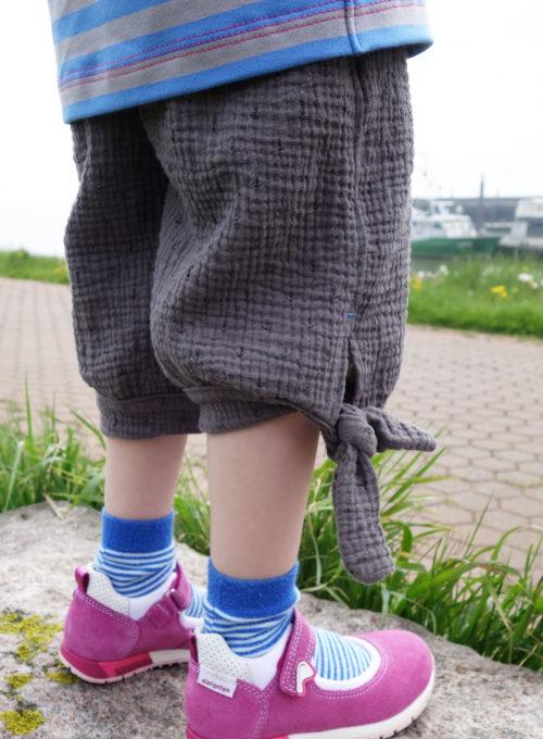 CARINA Hose aus Musselin Windelstoff oder Mullstoff double Gauze - Schnittmuster von farbenmix - luftig leichte Sommerkleidung nähen
