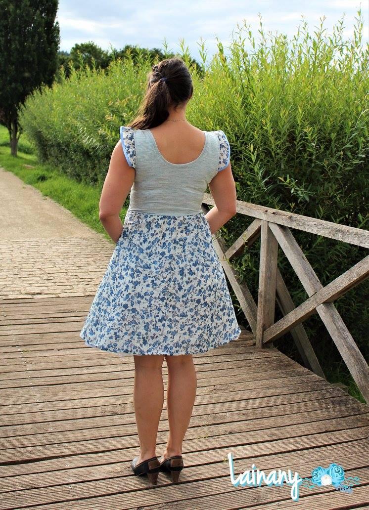 Sommerliches Jerseykleid mit Flügelärmel
