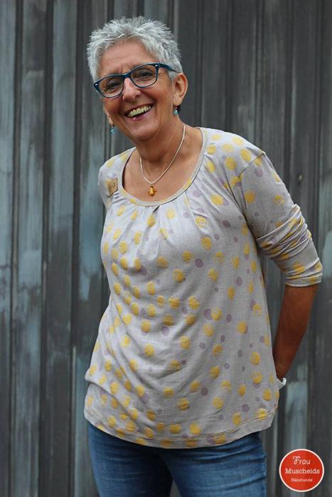 Frau Muscheids Nähstunde - zeigt Lady Leana - Papierschnittmuster über farbenmix